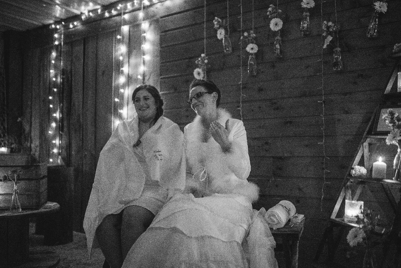 les bulles de bonheur _ mariage gay _ ceremonie laique de nuit _ ceremonie laique champetre & conver (32)