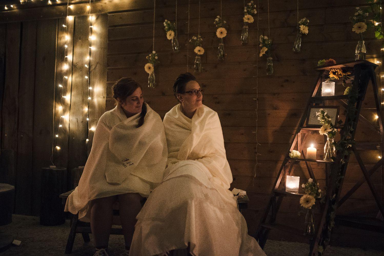 les bulles de bonheur _ mariage gay _ ceremonie laique de nuit _ ceremonie laique champetre & conver (79)